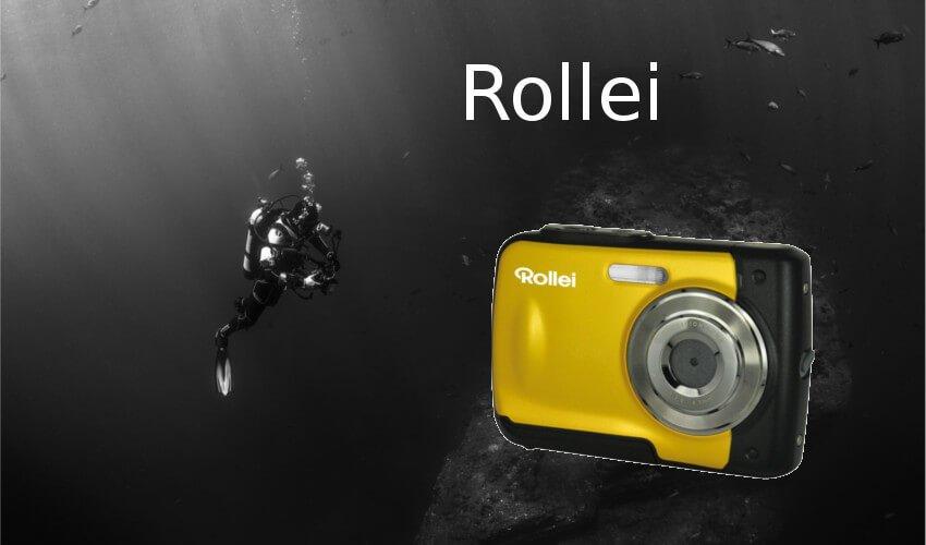 Ein Taucher mit einer Unterwasserkamera von Rollei