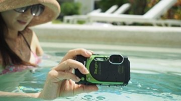 Olympus TG-870 Digitalkamera im Pool