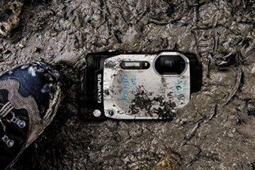 Olympus TG-870 Digitalkamera im Sand